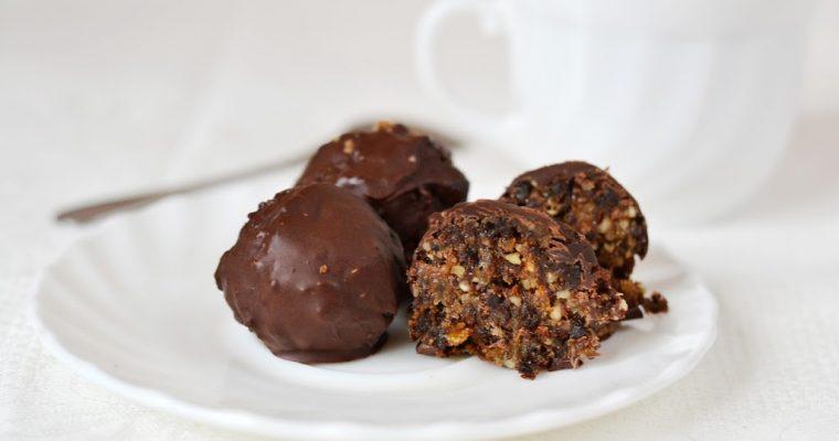 Домашние конфеты с черносливом, орехами и изюмом